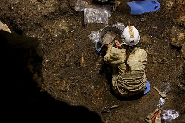 Розкопки археолога, фото: Getty Images