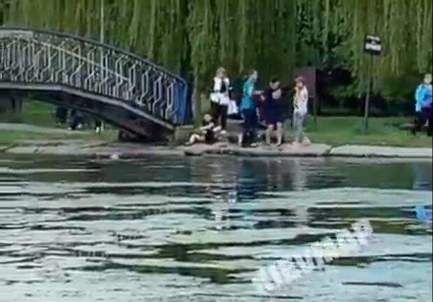 """Киянин врятував хлопчика від вірної смерті в ставку - """"Стрибнув у воду, в чому стояв"""""""