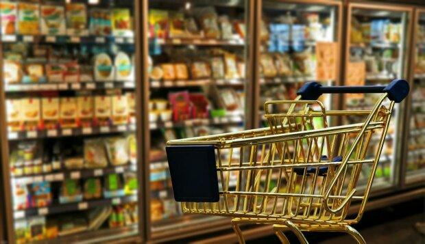 Известный супермаркет собрал шокирующее комбо из антисанитарии, просрочки и гнилья