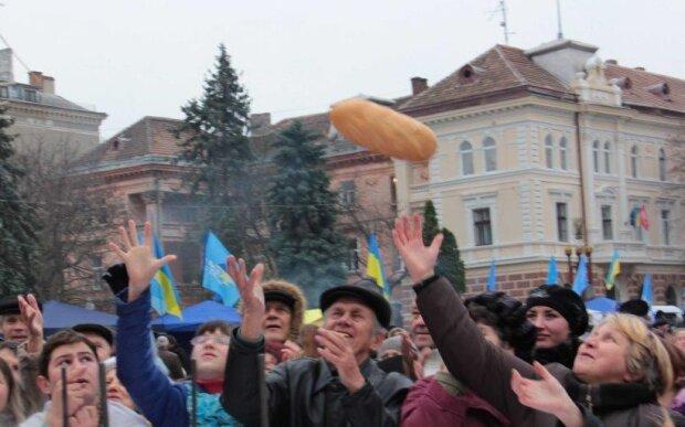 АТБ превратил украинцев в голодных гладиаторов, а все из-за социальной буханки — эпичные кадры