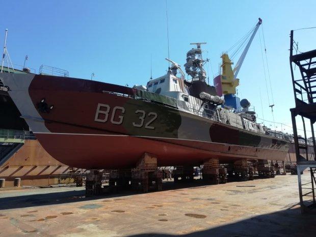 Украинский водный гигант вернулся в Азовское море: фото