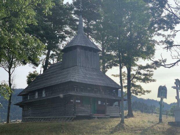 Дерев'яна церква з безлюдного села Кужбеї, фото uzhgorod.net.ua