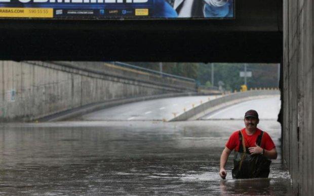 Проломило дом: стихия в Киеве натворила немыслимый ужас