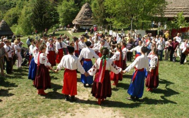 Мода по-українськи: найколоритніший регіон популяризує шикарний одяг