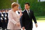 """Зеленський пояснив, чому не допоміг Меркель: """"Вона була у безпеці"""""""