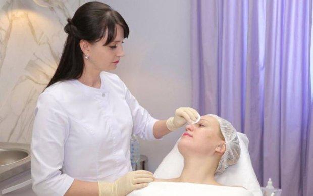 Барби в истерике: врач раскрыл правду об инъекциях молодости