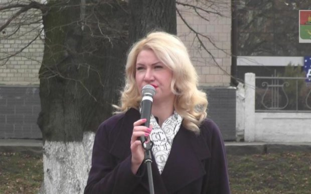 Дикая чиновница избила пенсионерку: видео