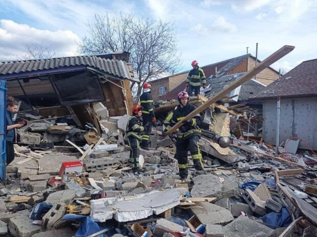 В Киеве прогремел мощный взрыв: в воздух взлетел гараж и задел соседний дом