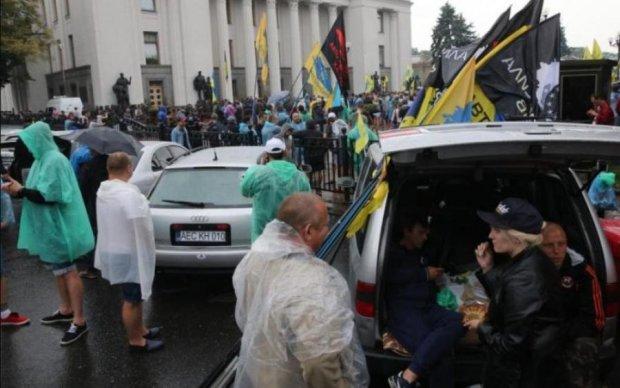 Страшный инцидент на митинге едва не стоил евробляхеру жизни