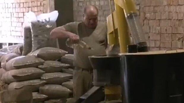 """На Франковщине ветеран АТО превращает опилки в деньги - """"мечтал об этом в окопах"""""""