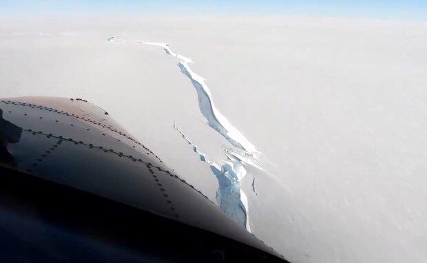 Айсберг відколовся від берегів Анарктиди, кадр з відео