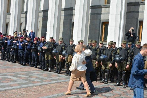 Солодке від Шкрум, обійми Луценко та Тимошенко нарозхват: найнезвичайніші кадри з Верховної Ради