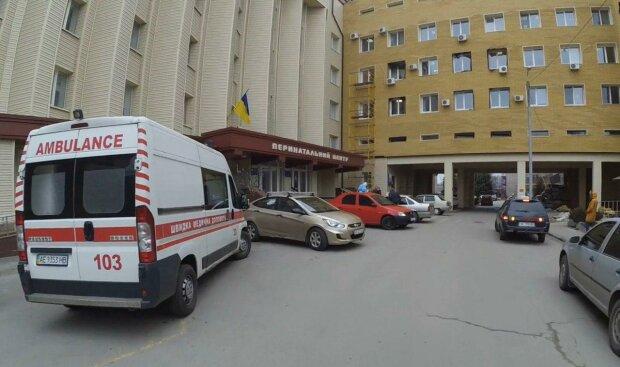 """Днепровские медики """"колдуют"""" над искалеченным подростком после падения с заброшки - жизнь висит на волоске"""