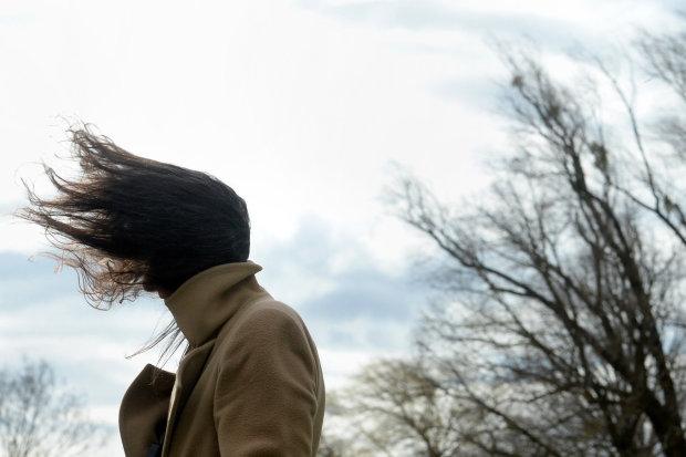 Погода на завтра: холодний вітер зіпсує весняний настрій українців