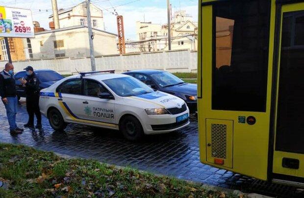 """Во Львове копы устроили безумные гонки с переполненной маршруткой: """"Чуть инфаркт не получила"""""""