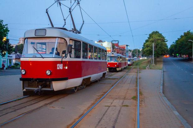 У Дніпрі трамвай завіз чоловіка на той світ: таємнича смерть приголомшила місто