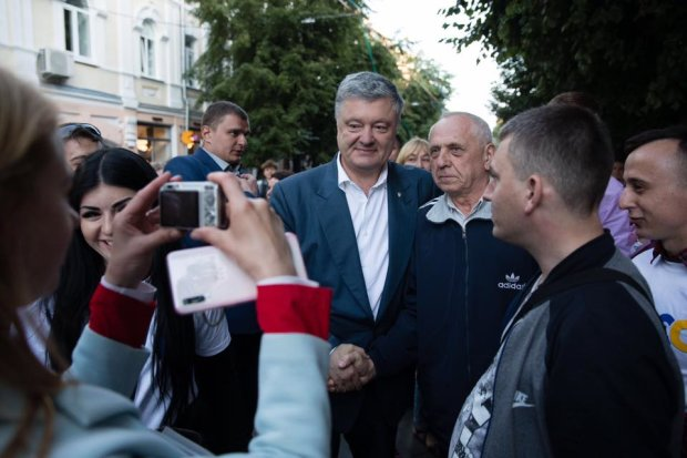 """Адвокат Порошенко объяснил, почему """"бывший"""" не явился на допрос: """"Труба не в курсе"""""""