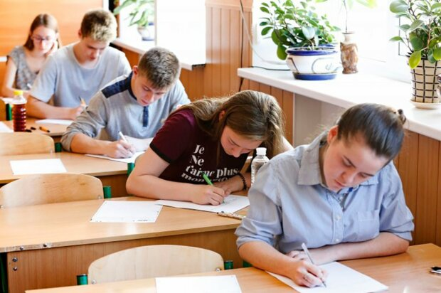 Школьники на ВНО, фото: Апостроф