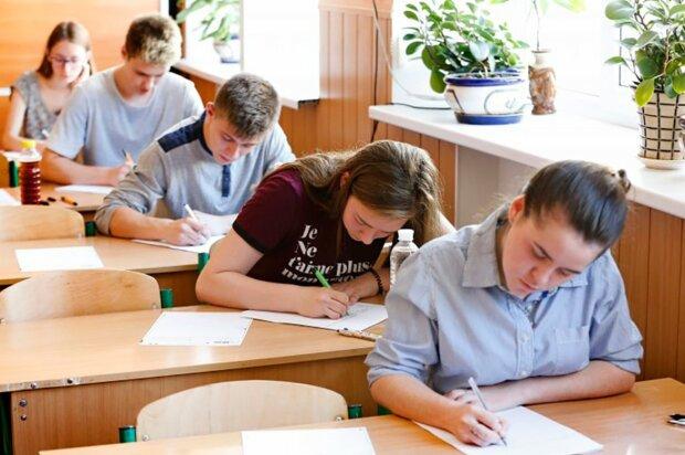 Школярі на ЗНО, фото: Апостроф