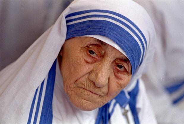 Мать Тереза внезапно утратила весь свой святой статус: с помощью бедным открылись неслыханные вещи