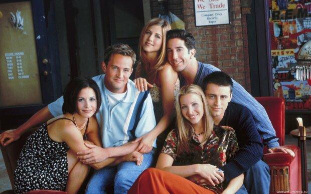 """Легендарний серіал """"Друзі"""" святкує ювілей: як змінилися актори за 25 років"""