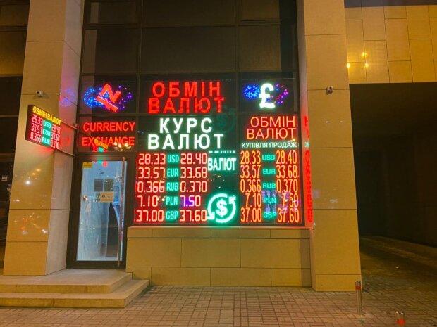 Курс валют в Україні на 1 січня: долар і євро приготували неприємний подарунок