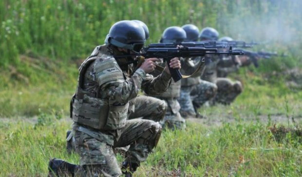 Военных на Донбассе учат стрелять из пулеметов 1974 года