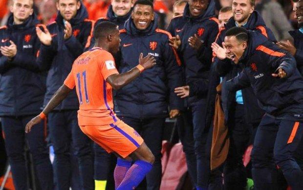 Футболісти збірної Нідерландів спробували себе у шоу-бізнесі