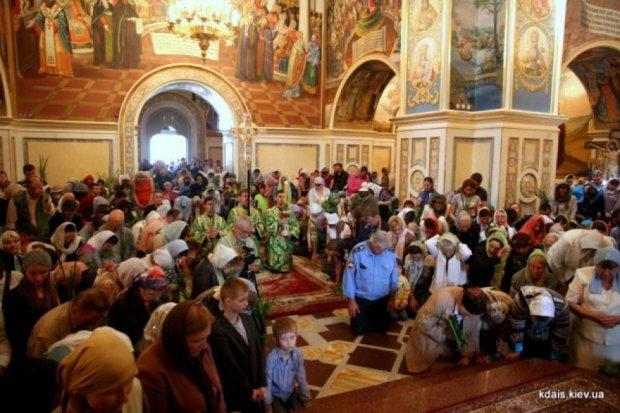 В Лавре отметили Троицу и помолились за мир