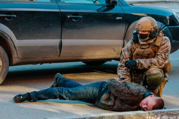 """По селу на БТР: під Запоріжжям зі спецназом ловили """"сімейну"""" банду розбійників"""