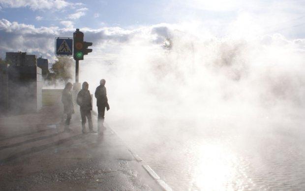 В Киеве загорелась теплотрасса: есть жертвы