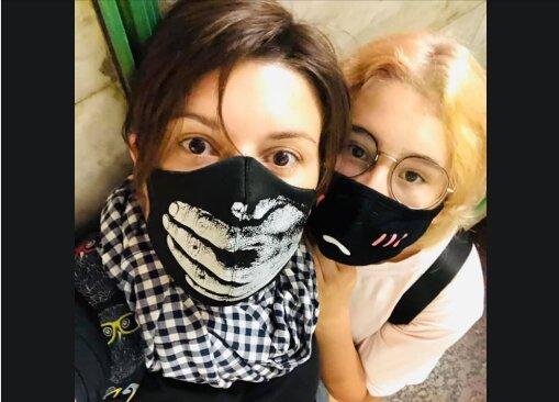 Неллі Ковальська з дочкою в метро, фото Facebook