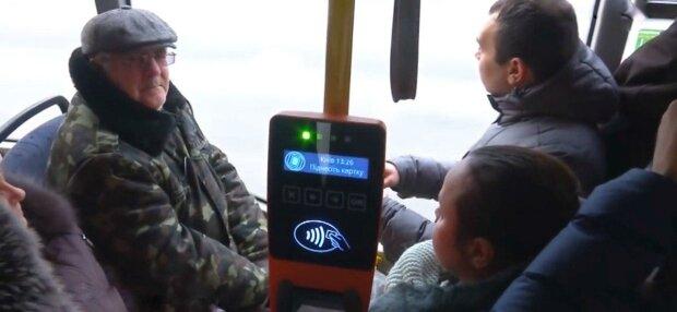 Запорожцев заставят выбросить талончики в троллейбусах - как оплатить проезд
