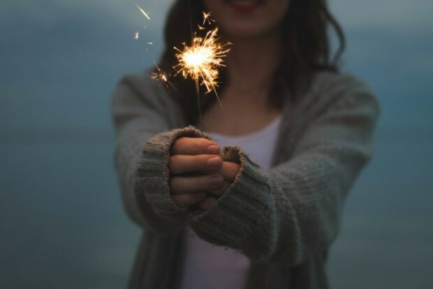 Новый год, бенгальские огни, фото: Pixabay