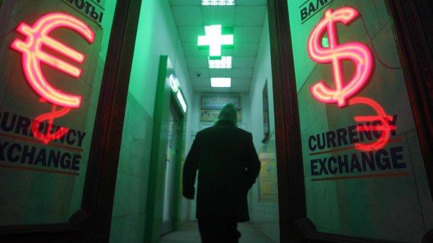 Курс валют на 17 квітня: долар стримав запал