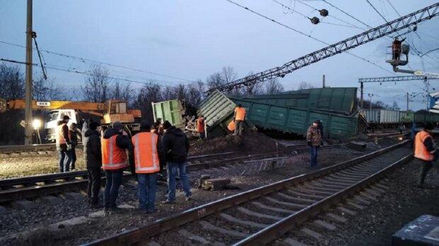Авария с поездом, фото: Facebook (ГСЧС)