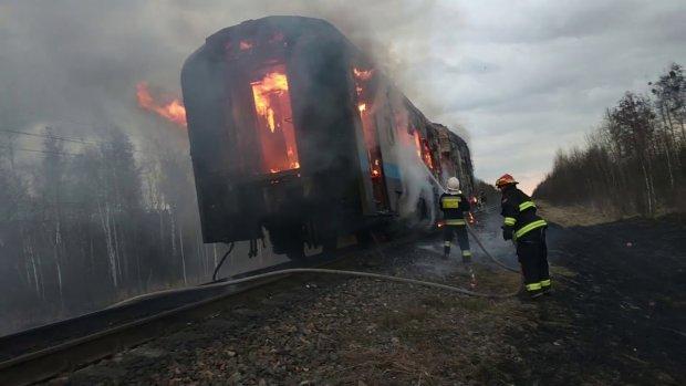 Пекельне полум'я охопило електричку Козятин-Жмеринка з людьми: вистрибували на ходу