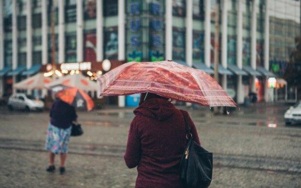 Стихія викупає дніпрян під холодним душем 1 лютого, без парасольки - нікуди