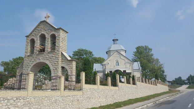 """На Тернопольщине древний храм отметил 200-летие: """"Избранный Богом"""""""