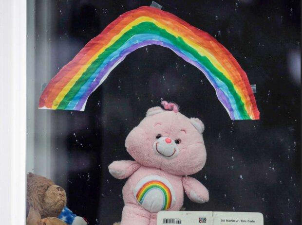 діти малюють веселку, фото з вільних джерел