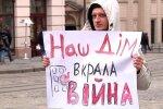 Кожному переселенцю по квартирі: українці втомилися чекати допомоги, звернулися до Зеленського