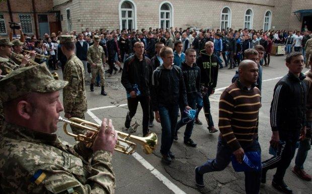 В Україні стартував весняний призов: кого цьогоріч взують у берці