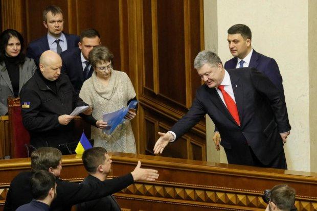 """Подоляк показал суть окружения побежденного Порошенко: """"Хамелеоны уже меняют цвет"""""""