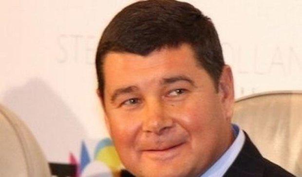 """Онищенко в """"бігах"""", а його картка голосує"""