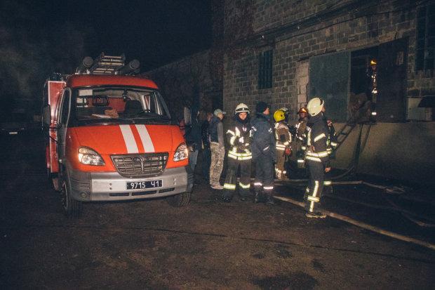 У Києві неадекват облив квартиру бензином і підпалив, є загиблий: відео