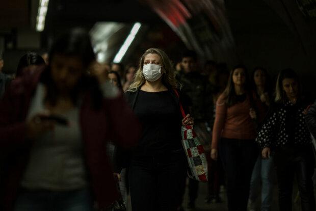 Женщина в маске, фото: Getty Images