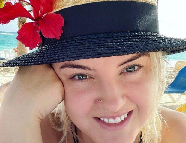 "Жена Юрия Ткача растянулась в шпагате на фоне Днепра: ""Волочкова отдыхает"""