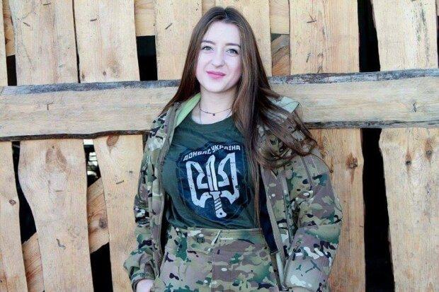"""Тендітна красуня у формі пройшла крізь пекло Донбасу і розкрила правду всій Україні: """"Увесь в крові, відірвало ногу"""""""
