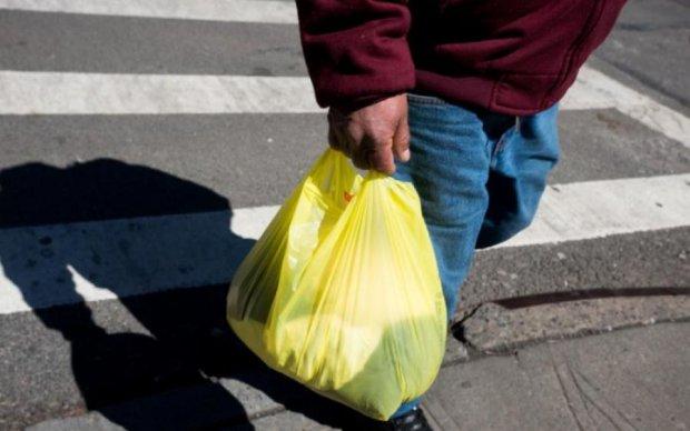 Полиэтиленовые пакеты вышли из моды: киевлянам предложили альтернативу