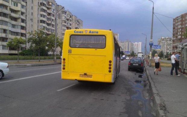 Киевские маршрутки рассыпаются прямо на ходу: фото